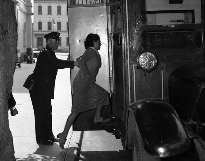 17-летняя Ненси Сервилл арестована за то, что стояла на шухере во время налета гангстерской банды, 1936 год.