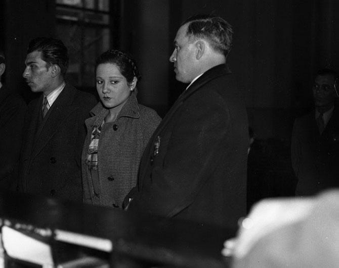 Джеан Хантовер, любовница Джона Зеллера, арестована после очередного бруклинского ограбления, 1935 год.