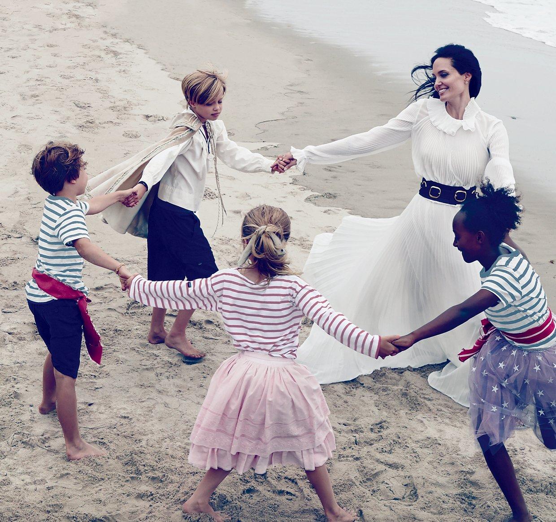 Анджелина-Джоли-фотосессия-с-детьми