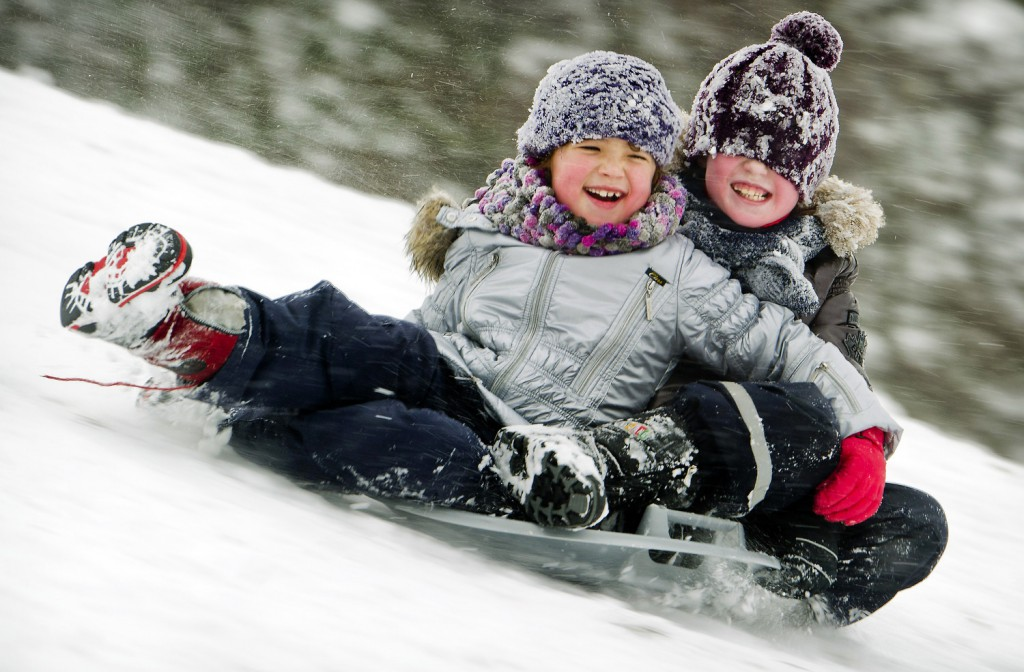 children_sledding_heiloo_netherland_542450141