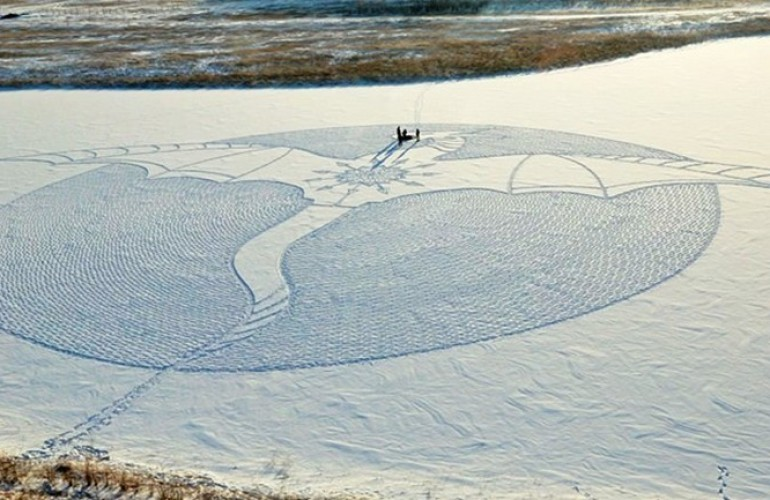 snow-dragon-land-art-siberia-simon-beck-drakony-6-770x433-770x500-c-default