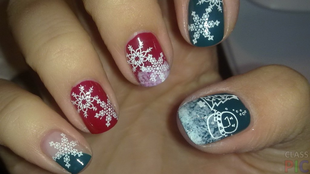 design-of-short-nails-with-snowflakes