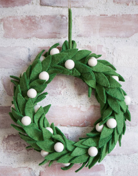 gallery-1448483535-mistletoe-wreath1