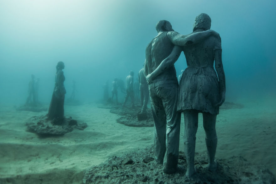 breathtaking-underwater-museum-turns-ocean-floor-into-art-gallery-and-doubles-as-artificial-ree-15__880