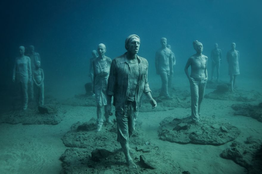 breathtaking-underwater-museum-turns-ocean-floor-into-art-gallery-and-doubles-as-artificial-ree-7__880