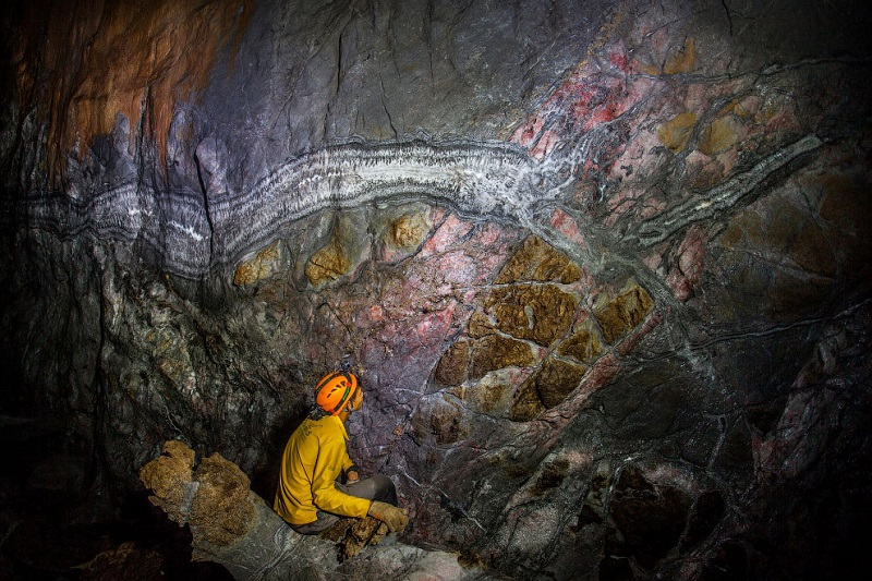 20-Необычные образования на стенах пещеры Шондонг