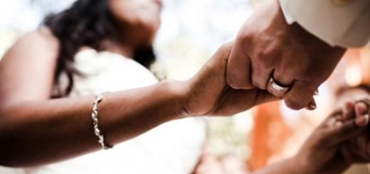 556702-hands-ceremony-ring-bride-76206-499x374