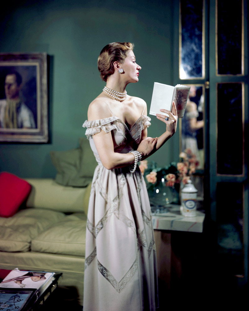 1948 --- Model Lisa Fonsagrives wears a strapless gray evening gown. --- Image by © Genevieve Naylor/Corbis