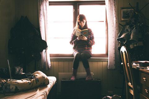 girl-hipster-reading-redhead-shades-Favim.com-331127_large