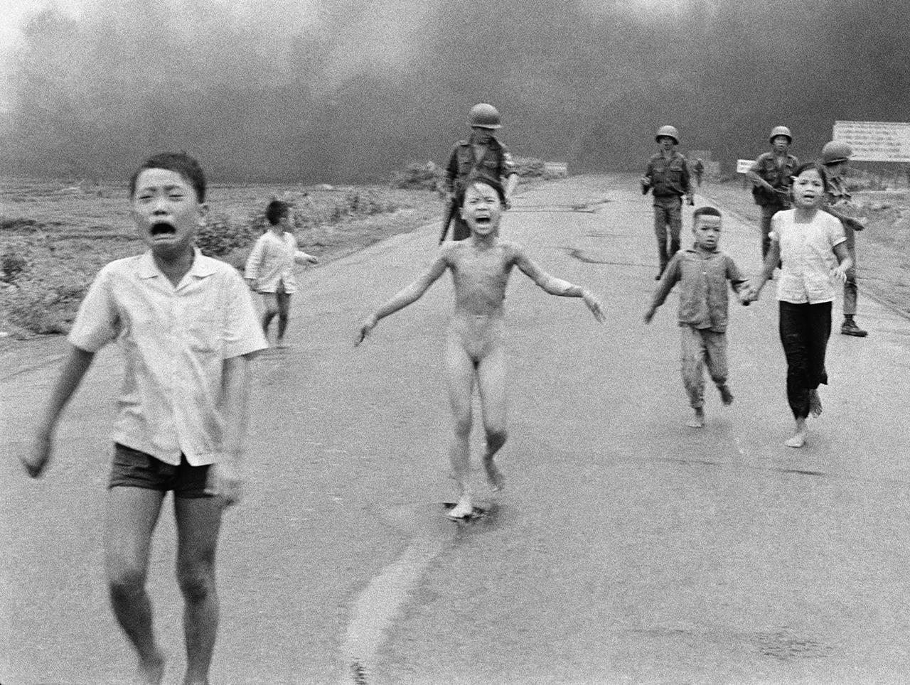 Фотография Ника Ута «Напалм во Вьетнаме», сделанная 8 июня 1972 года Фото: Nick Ut / AP / Scanpix / LETA