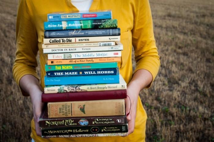 books-1605416-700x465