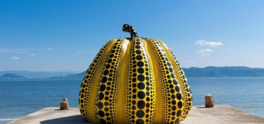 pumpkin-sculpture-naoshima-japan-large
